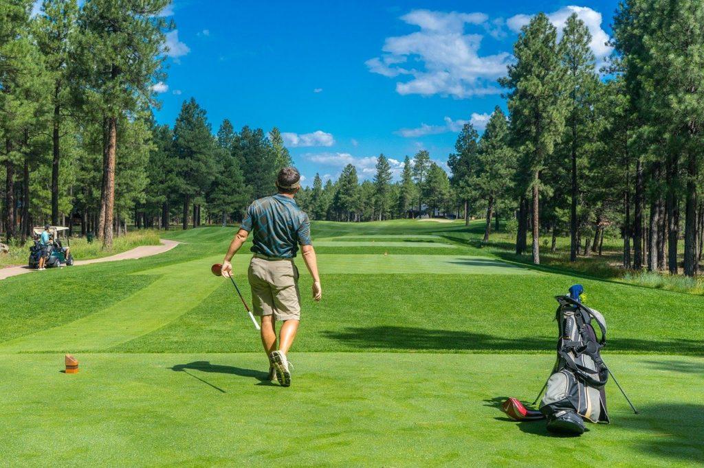 ゴルフで運動不足を解消!正しい姿勢で気持ちのいいスイング