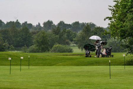 ゴルフにカッパは不要だった!?雨でもプレーを楽しみたい!