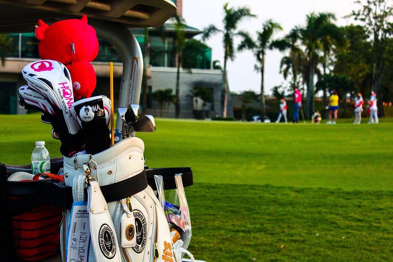 ゴルフのラウンドで『キャディーさん』付きのメリットとデメリット
