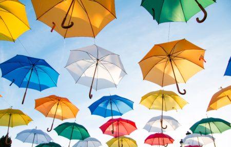 ゴルフに傘は必要?選び方と雨の日ゴルフの持ち物