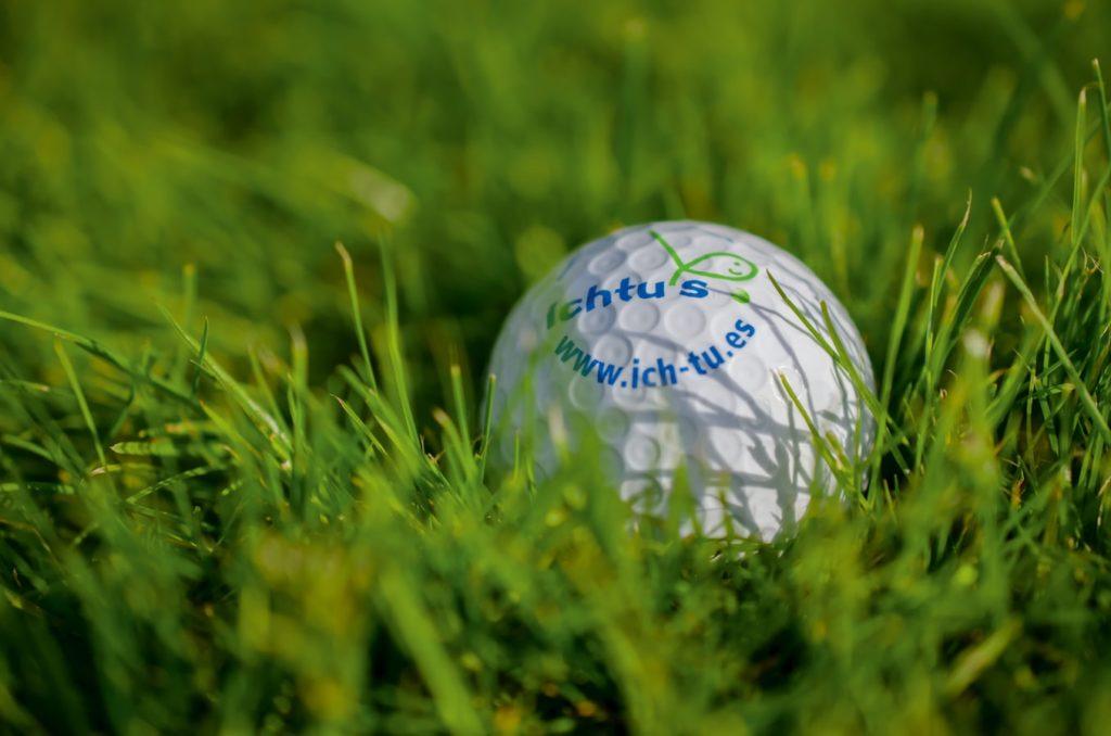 ゴルフボールの構造ってどうなってるの?ボールの選び方と豆知識