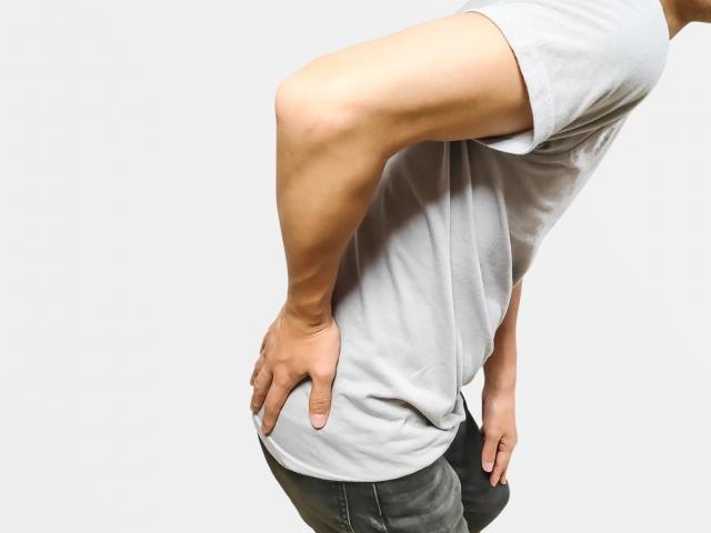 ゴルフで『腰』が痛い!?原因と対処法を解説
